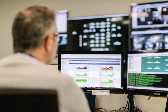 La monitorización de infraestructura es una actividad crítica que nos permite evaluar, analizar, gestionar y reportar tanto la disponibilidad como el rendimiento de servidores y aplicaciones.
